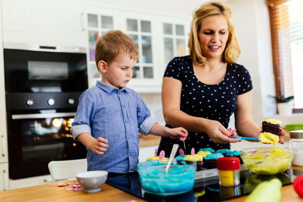 Mama i dziecko w kuchni
